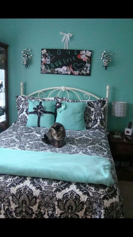 25 best ideas about tiffany inspired bedroom on pinterest for Black damask bedroom ideas