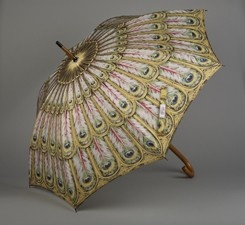 Beautiful gold detailed artful umbrella. Fashion & art is everywhere. #loledeux