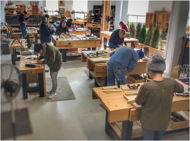 Another full house for our Saturday Joinery Bootcamp here at the Unplanned Woodshop Toronto. A great group of students getting into some joinery-;) #theunpluggedwoodshop #woodworkingintoronto #learnwoodworking #woodworkingclasses #joinery #woodworking #handtools #woodworkingincanada #torontolife #leslieville #nopowernoproblem #madebyhand