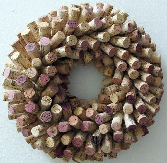 Unique Wine Cork Wreath #wine #craft Thx @winesisterhood for sharing :)