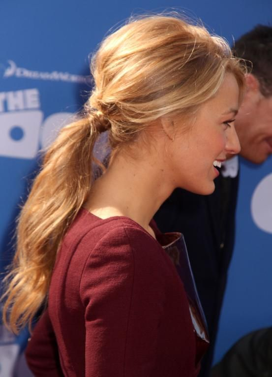 Blake Lively - Hollywood inspired ponytails (via Flair.be http://www.flair.be/nl/kapsels/300149/hollywood-loves-ponytails-15-x-inspiratie)