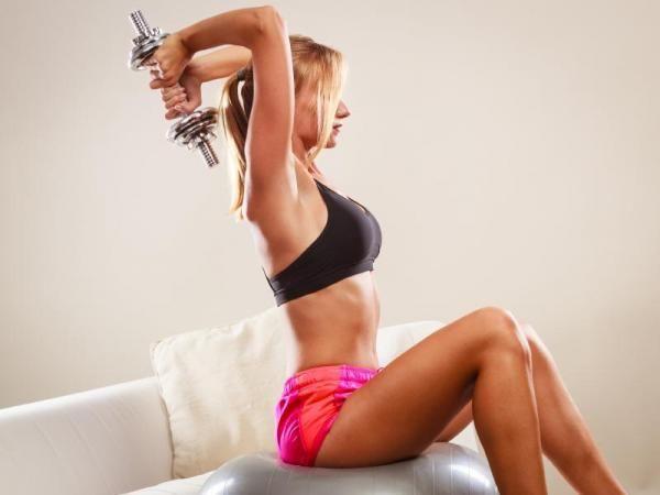 Ter uns braços tonificados e fortalecidos exige esforço e fazer determinados exercícios específicos. Confira as nossas recomendações :) #fit #exercícios #braços