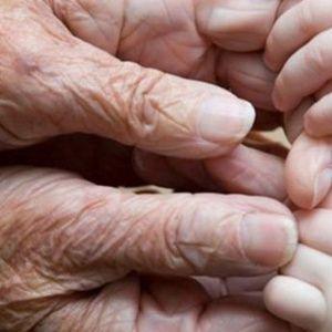 """Мазь """"Ухоженные ручки"""" - убирает морщины, пигментные пятна и трещины на рукахМоя мама готовит мазь, которая отлично помогает избавиться от трещин м пигментных пятен на руках с омолаживающим эффектом.С…"""