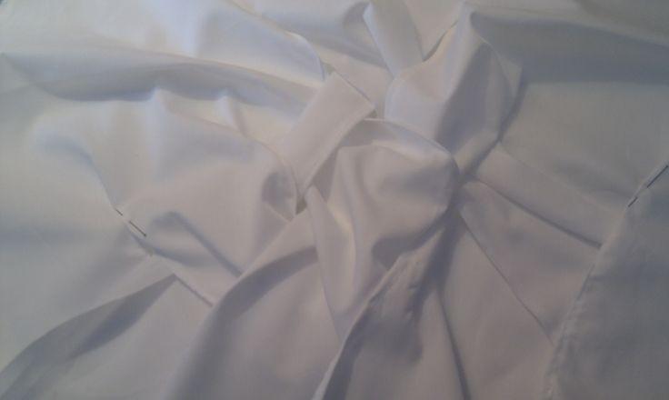 delantero de una blusa, va entrelazado formando una trenza