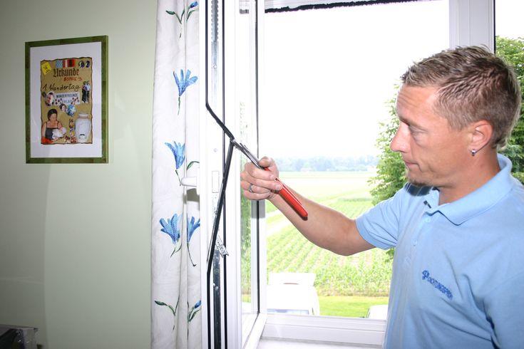 Undichte, klemmende Fenster und Türen. Bei der Haustür zieht es herein, die Balkontür lässt sich nur schwer öffnen, der Verbrauch vom Heizmaterial steigt, der Lärm in den Wohnräumen wird immer mehr. Das Wohlbefinden sinkt und die Heizkosten steigen. Wir bieten eine sehr kostengünstige und dauerhafte Lösung mit unseren Dichtungssystemen aus PVC – freien Silikonkautschuk. #https://www.dichtungsprofi.at/?utm_content=buffer4f4fe&utm_medium=social&utm_source=pinterest.com&utm_campaign=buffer