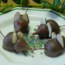Handmade Holiday Gift Guide 2016: Chocolate Mice | Craftster Blog