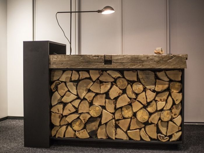 Recepcion con tacos de madera