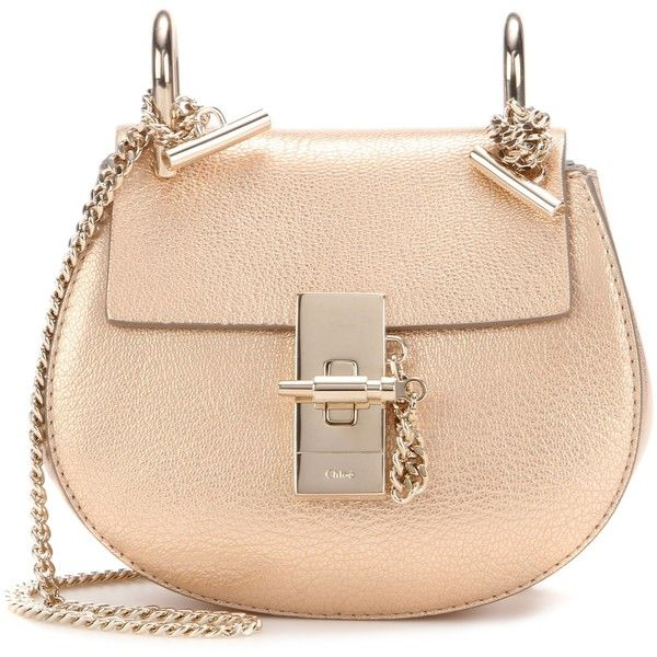 Chloé Drew Nano Metallic Leather Shoulder Bag (€1.105) ❤ liked on Polyvore featuring bags, handbags, shoulder bags, leather purse, leather shoulder bag, beige handbags, chloe purses and metallic leather handbags