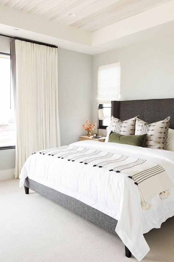 how to decorate around a bed option leave the walls empty design rh pinterest ch