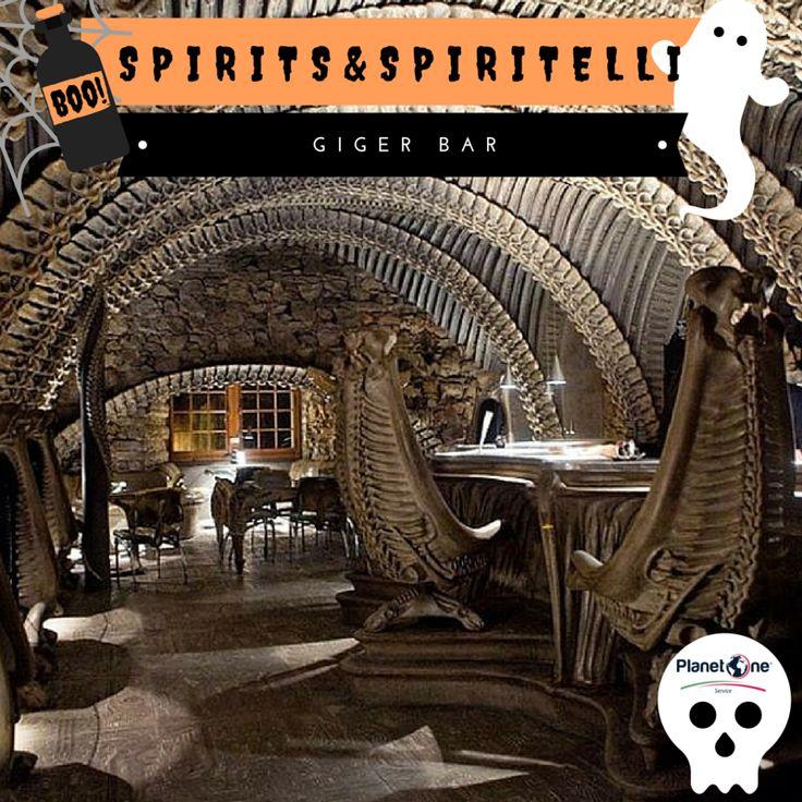 """#Giger Bar, Gruyères Nello spazio nessuno può sentirti urlare… Rivivete le atmosfere cupe del film """"#Alien"""" in questo bar svizzero interamente arredato dal visionario Giger.  Volte del soffitto, sedie, tavoli, bancone #bar sono progettati per assomigliare all'anatomia degli alieni assassini del celebre film."""