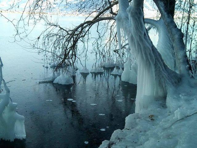 ΖΕΙΔΩΡΟΝ: Εργα τέχνης στην παγωμένη λίμνη της Καστοριάς (φωτο)