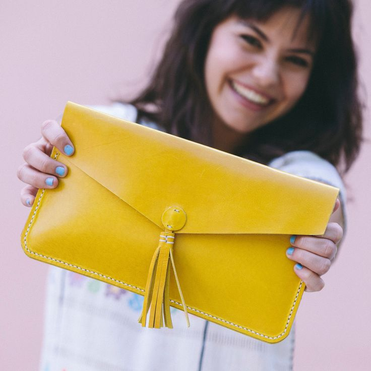 Clutch bolso de mano de cuero amarillo – Follow the Folk http://followthefolk.com/collections/accesorios