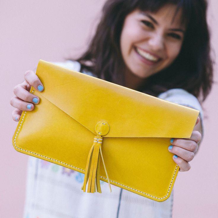 Clutch bolso de mano de cuero amarillo – Follow the Folk http://followthefolk.com/collections/accesorios