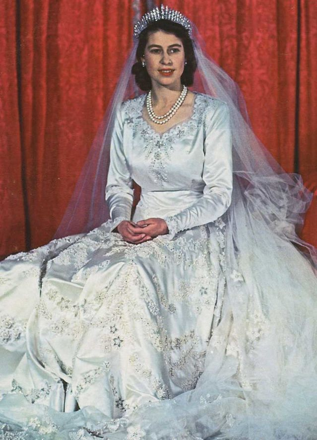 48 best Queen's Fashion 1950's images on Pinterest | The ...
