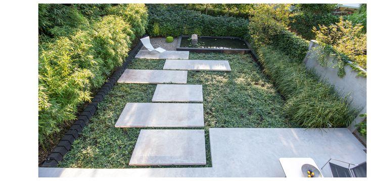 Stadstuin met betonnen stapstenen en terras / studio Groen + Schild  –  planarchitect Eelco Schuijl