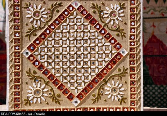 kutch mud art | Modern mud and mirror work , Bhuj , Kutch , Gujarat , India. DPA-PRM ...
