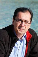 Entre montones de libros: Entrevista a Carlos Soto Femenía