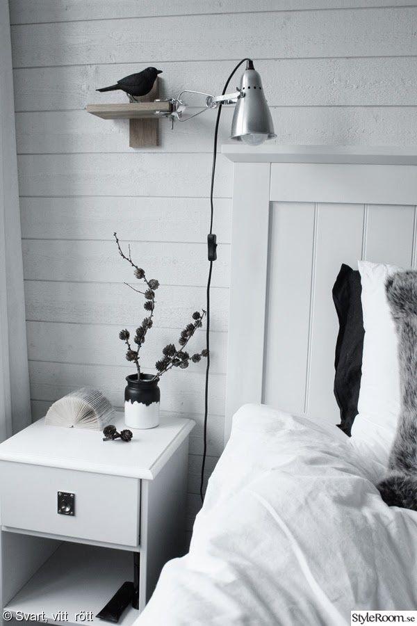 look a like,vikt bok,sängbord,vitt,sänggavel vit trä,fågel,sovrum