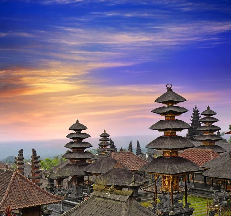 A Bali, le temple hindou Pura Besakih, situé près du mont Agung. Un complexe magnifique de vingt-deux temples, qui date très probablement du 14ème siècle.
