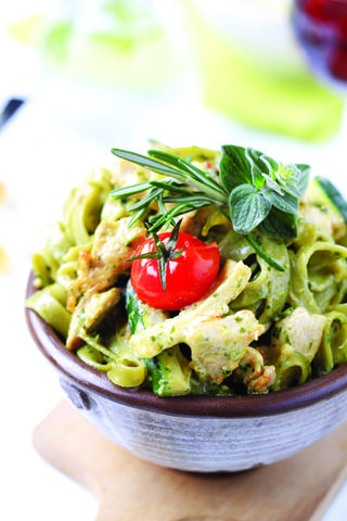Slow-cooker Pesto Chicken Pasta and other delicious crockpot recipes: Spring Green, Pesto Chicken, Pasta Salad, Food, Crockpot Recipes, Chicken Pasta, Delicious Crockpot, Favorite Recipes