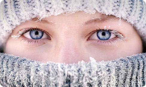 Несколько советов, как очищать кожу зимой: ЧАСТЬ 2.  Нанеси увлажняющий крем легкими движениями в виде похлопываний. NOTE! После увлажнения зимой не выходи на улицу пару часов! Помимо основного ухода, раз в неделю очищай кожу масками с папаином и бромелаином. Они очень бережно очищают даже чувствительную кожу. Если своевременно не удалять отмершие клетки, они могут забивать сальные протоки и тем самым вызывать воспаления!