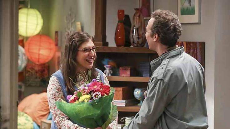 Teoria wielkiego podrywu – Sezon 10, Odcinek 6 – The Fetal Kick - Catalyst – Napisy EN - Sheldon i Amy przyżądzają przekąski. Penny jest zaskoczona jej rosnącą popularnością związana bezpośrednio z filmem, Serial Apeist, jest szeroko komentowany w konwencji komiksów Van Nuys.