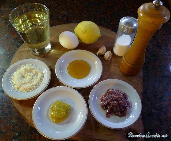 Aprende a preparar auténtica Salsa Cesar con esta rica y fácil receta. Alistar los ingredientes. En la procesadora incorporamos el huevo, la mostaza, el jugo de medi...