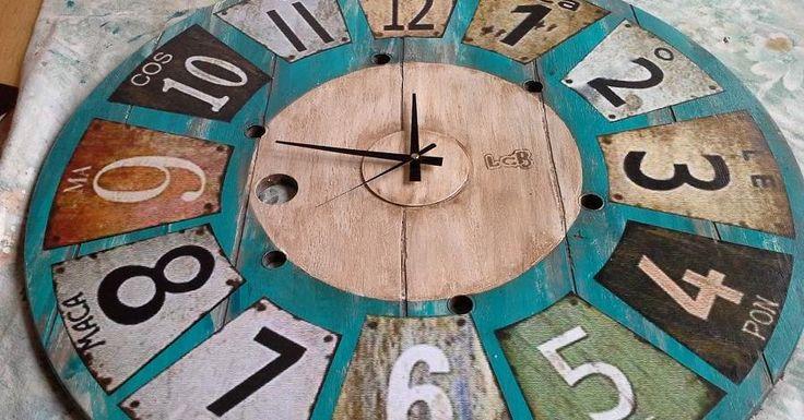 Increíble transformación de una bobina en un reloj decorativo. ¡El estilo nos encanta! ¿Y a vosotros?