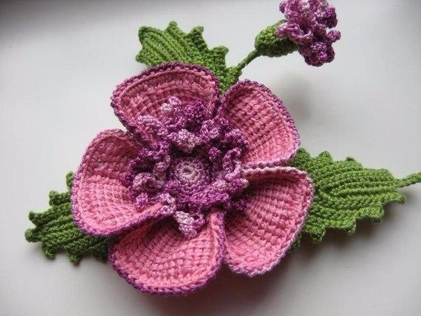 Брошь - цветок. Украшение связанное крючком