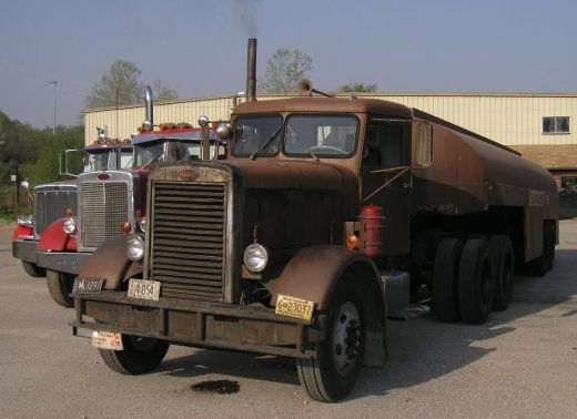 1960 Peterbilt 281 Tanker en Duel (El diablo sobre ruedas)