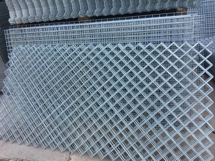 Welded Wire Mesh Panel With Diamond Hole This Is Other Type Welded Mesh Panels It Can Be Used As Security Fence Adapt T Wire Mesh Security Fence Mesh Fencing