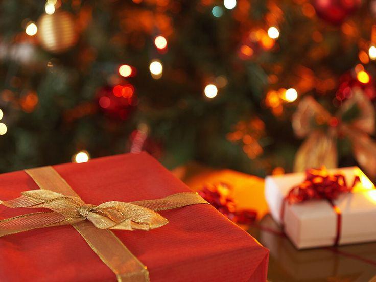 http://freechristmaswallpapers.blogspot.com/2011/05/christmas-gift-wallpapers.html