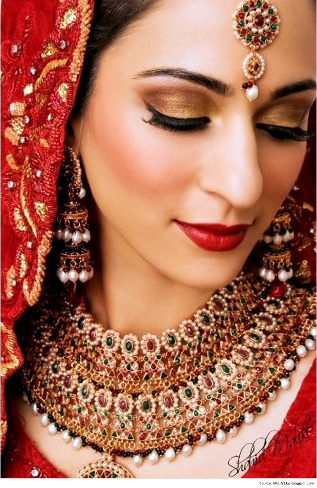 Looking for ideas for your bridal makeup? Click here to see bridal makeup tips for Indian bride including blush, eye makeup, lipstick for all skin tones.