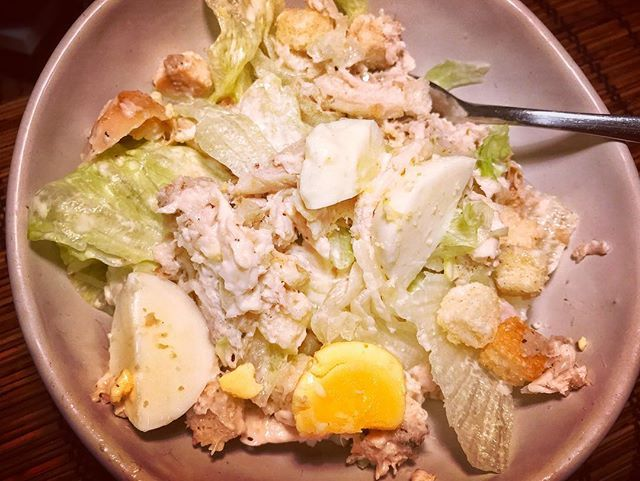 Cheat meal: dinner in under 10min on a Friday! My super easy bbq chicken Caesar salad is quick fresh and a meal for all to enjoy. Recipe to come  #tgif #chicken #food #salad #caesarsalad #dinner #friday #homemade #homecooked #clovarcreative #foodie #foodphotography #sydney #sydneyeats #eat