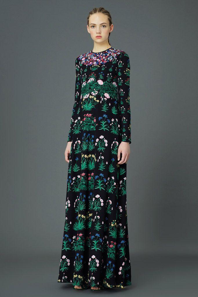 Valentino Inspiración corte del vestido en los años 70 movimiento hippie (boho).Estampado inspirado en el Arts and Crafts.Inspiración naif( dulzura, flores, curvaturas...)