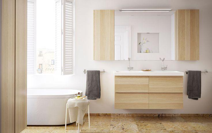 Mobile per lavabo GODMORGON/ODENSVIK con quattro cassetti e pensile GODMORGON, entrambi in rovere trattato con mordente bianco