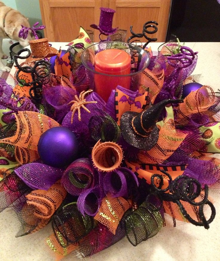 Happy Halloween #decomesh centerpiece! Visit www.creative-twists.com