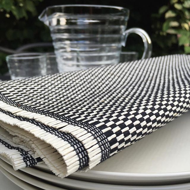 Woodnotes table textile Morning col. black-white.
