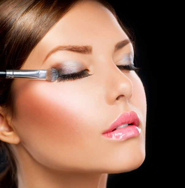 Tips on How to Apply Cream Eye Shadow for Beginners They say using cream-based eye makeup takes a professional to use and blend properly. There's a risk to using this kind of makeup and every beginner has the tendency to overdo it. But being a novice doesn't mean you can't be taught. There are some …