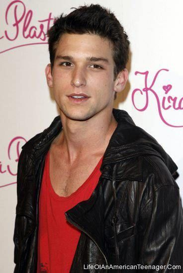 https://flic.kr/p/rssFcX | Daren Kagasoff | EYE CANDY ( @DarenKagasoff ) >>> - Daren Kagasoff  FULL NAME : Daren Maxwell Kagasoff  FROM? : United States  WHAT DOES HE DO? : Actor  AND? : he won a Teen Choice Award in 2009 in the category Choice Male Summer TV Star