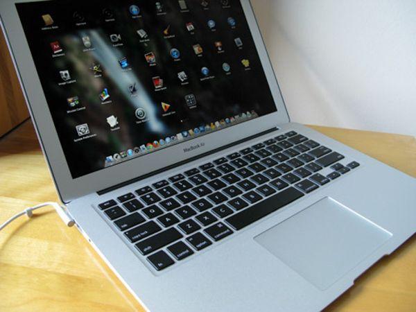 thay-man-hinh-macbook-air-2011-15-phut-new-100-chinh-hang-01