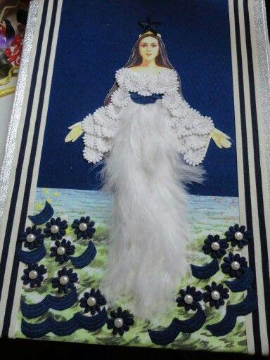 Iemanja, Iemanjá (au Brésil), ou Yemaya, Yemanja, est une divinité aquatique d'origine africaine.