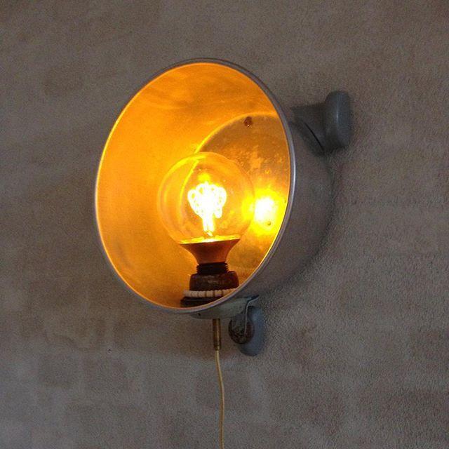 Nilfisk-væg-lampe Extraordinaire   #nilfisk #lampe #væglampe #upcycle #led #gedigen #gedigenkaffe #gedigenkaffebar #bygnytafgammelt