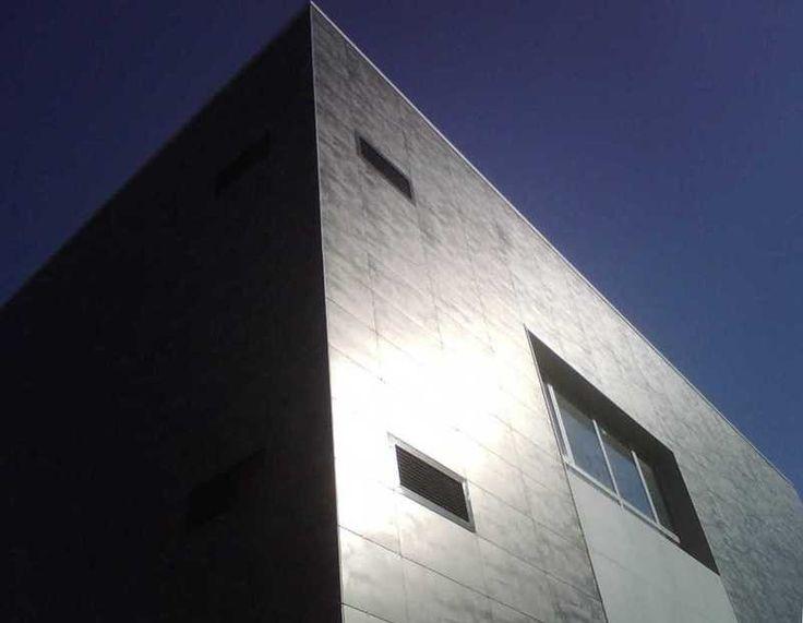 Proyecto Centro de Salud Coslada diseñado por Armilas Arquitectura con cerámica #Keraben http://www.kerabenprojects.com/ver/321/centro-salud-coslada.html