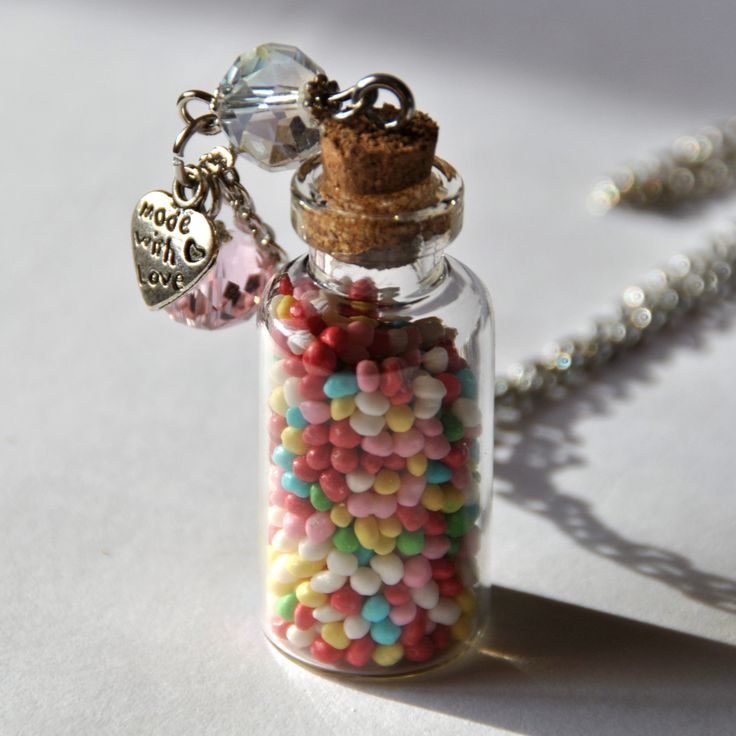 Necklace with colorful balls of sugar in a glass bottle - Collana con palline colorate di zucchero in  bottiglia di vetro di Minervastyle su Etsy