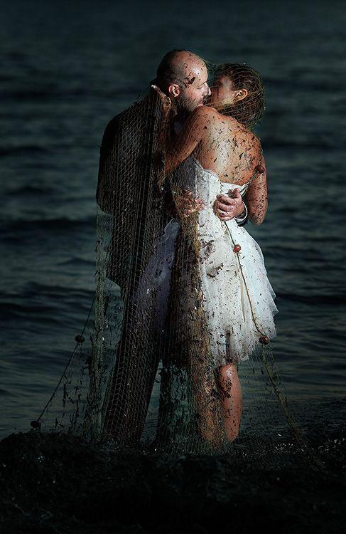 Ρομαντικές φωτογραφίες γάμου όπως τις αποτυπώνει ο φακός του γνωστού φωτογράφου Panoς Rekouniotis σε μια νέα ιστορία ... next day shooting.