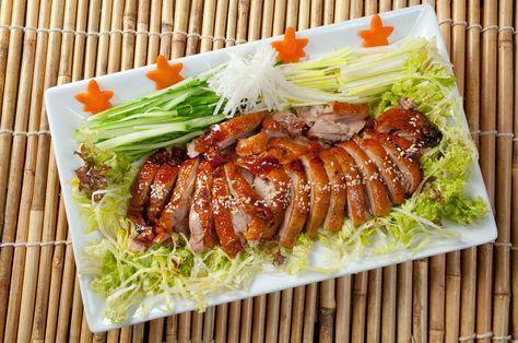 Die Ente süß-sauer ist eines der beliebtesten Gerichte der chinesischen Küche. Hier finden Sie ein unkompliziertes Rezept zum Nachkochen für zuhause!