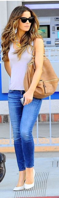 Kate Beckinsale: Sunglasses – Oliver Goldsmith  Purse – Givenchy  Necklace – Tom Binns  Shoes – Brian Atwood