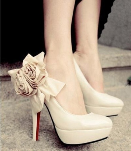 gorgeous flower high heels: Wedding Dressses, Wedding Shoes, Wedding Heels, Flowers Power, Beautiful Shoes, High Heels, Christian Louboutin, Bridal Shoes, Cream Rose