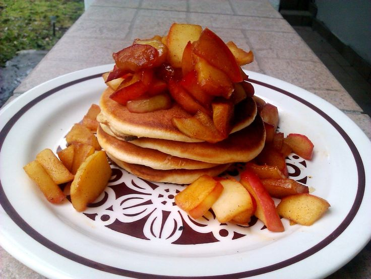 Pancakes with caramelized apples - the perfect breakfast!